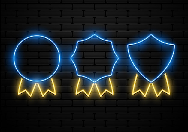 Set van futuristische badge met neonlichtvorm