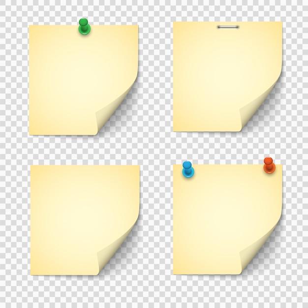 Set van gele papieren notities met push pins