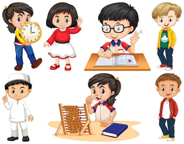 Set van gelukkige kinderen die verschillende dingen doen