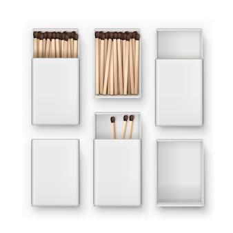 Set van gesloten geopende lege dozen met bruine wedstrijden bovenaanzicht op witte achtergrond