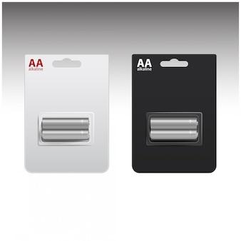 Set van glanzende alkaline aa-batterijen in witte en zwarte blister. verpakt voor uw branding. close-up op witte achtergrond
