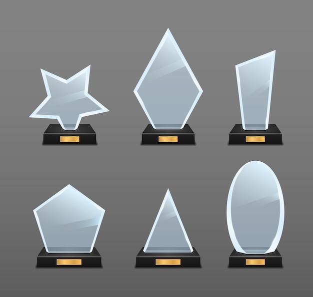 Set van glazen trofee-onderscheiding geïsoleerd op grijs