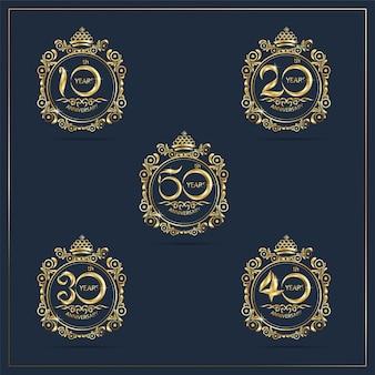 Set van gouden nummer verjaardag met gestreept frame