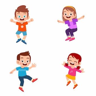 Set van happy schattige jongen jongen en meisje springen en glimlachen