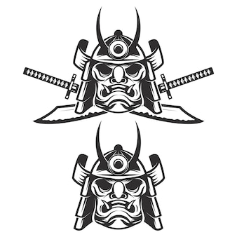 Set van het samurai-masker met gekruiste zwaarden op witte achtergrond. elementen voor, label, embleem, teken, merk. illustratie.