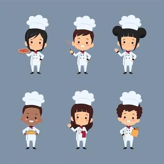 Set van kinderen chef-kok stripfiguur met schort bereiden van voedsel