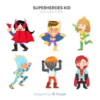 Set van kinderen verkleed als superhelden