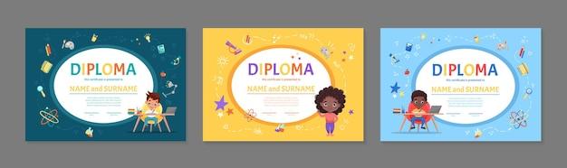 Set van kleurrijke kinderen diploma certificaat voor kleuterschool of basisschool met schattige kinderen kinderen zitten aan de tafel en het huiswerk cartoon plat maken
