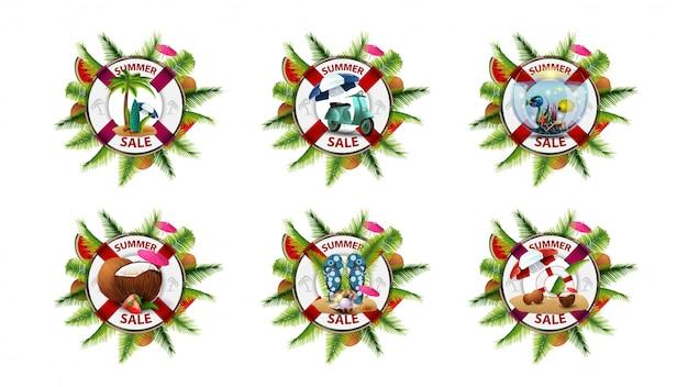 Set van kleurrijke zomer kortingsbanners geïsoleerd op een witte achtergrond in de vorm van reddingsboei versierd met palmbladeren, watermeloenplakken en zomerelementen