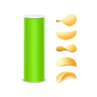 Set van lichtgroene tinnen doos container buis voor pakketontwerp met aardappel knapperige chips van verschillende vormen close-up geïsoleerd op een witte achtergrond