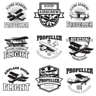 Set van luchtmacht, vliegtuigshow, emblemen van de vliegende academie. vintage vliegtuigen. elementen voor logo, badge, label. illustratie.