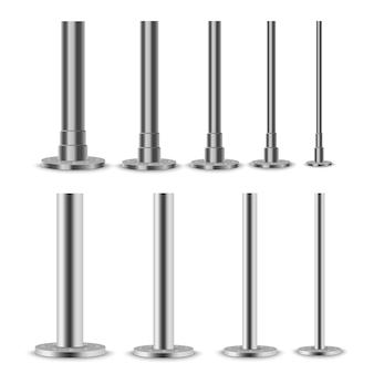 Set van metalen kolommen. metalen palen, stalen buizen van verschillende diameters geïnstalleerd zijn geschroefd op een ronde basis geïsoleerd