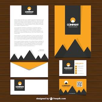 Set van moderne zakelijke briefpapier met driehoeken