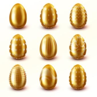 Set van paaseieren in gouden kleur, geïsoleerd op een witte achtergrond