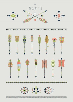 Set van pijlen, dromenvangers, indiase elementen.