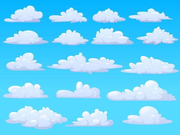 Set van pluizige cartoon wolken geïsoleerd op een blauwe achtergrond