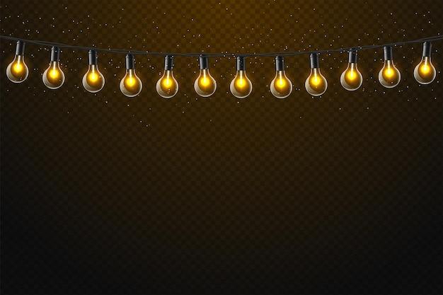 Set van realistische gloeiende lamp die aan de draad hangt