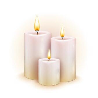 Set van realistische kaarsen met vuur op witte achtergrond