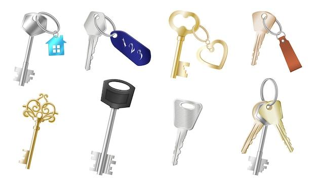Set van realistische sleutels met verschillende sleutelhangers Premium Vector