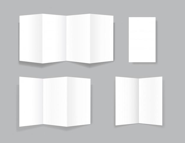 Set van realistische tweevoudige papieren brochures op grijs