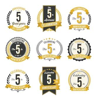 Set van retro verjaardag badges jaarviering