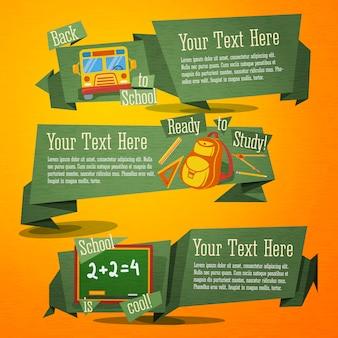 Set van schattige terug naar school banners met tas, bus en handgetekende som op schoolbord. met plaats voor uw advertentietekst.