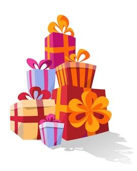 Set van stapels kleurrijke gebogen geschenkdozen