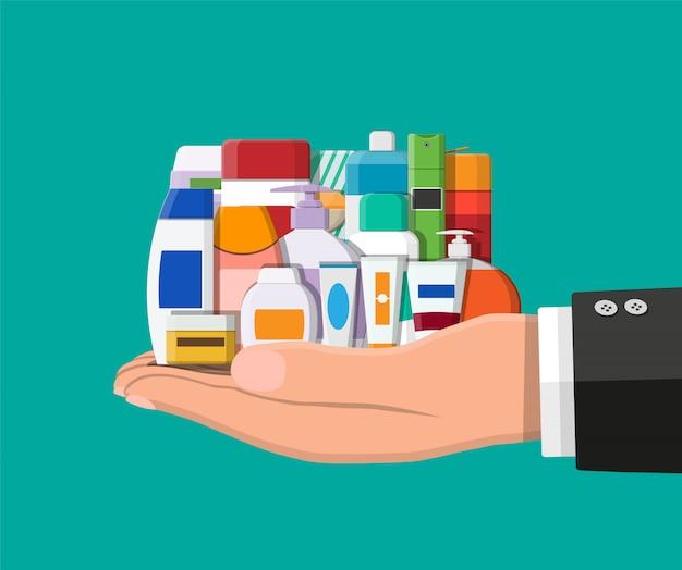 Set van verschillende kleuren cosmetische flessen in de hand