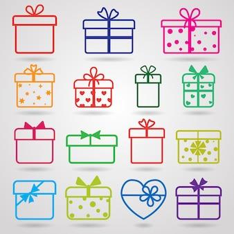Set van verschillende kleurrijke geschenkdozen met schaduwen