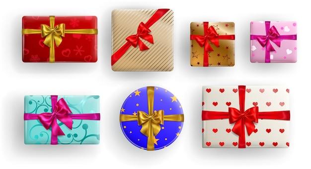 Set van vierkante, rechthoekige en cirkel kleurrijke geschenkdozen met linten, strikken en verschillende patronen