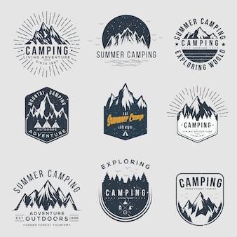 Set van vintage logo's voor camping en outdoor avontuur