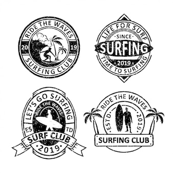 Set van vintage surfen club badges, emblemen en logo