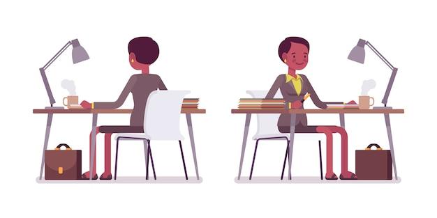 Set van vrouwelijke leraar werken bij bureau achter, vooraanzicht