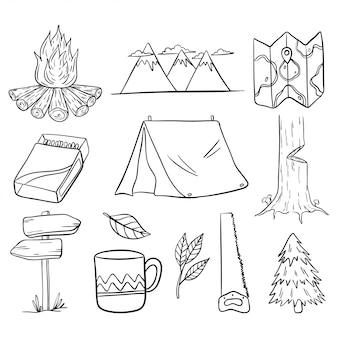 Set van wandelen en kamperen elementen met hand getrokken of doodle stijl