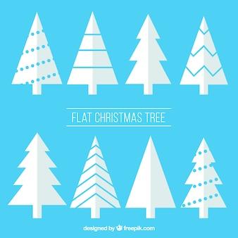 Set van witte kerst bomen in plat design