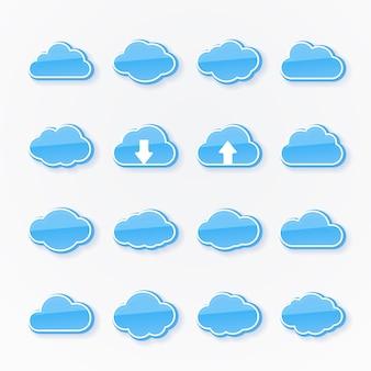 Set van zestien blauwe wolkpictogrammen met verschillende vormen die het weer weergeven, twee met pijlen die opwaartse en neerwaartse transmissie van gegevens in cloud computing weergeven
