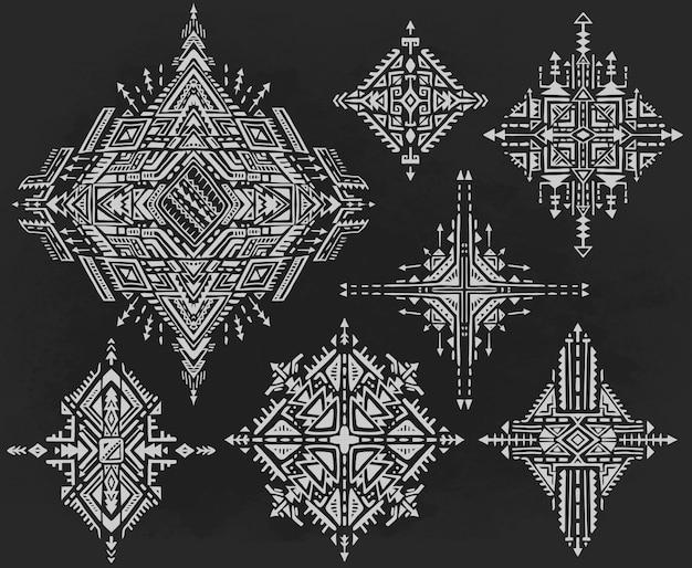 Set van zeven tribal art boho hand getekende geometrische patronen.
