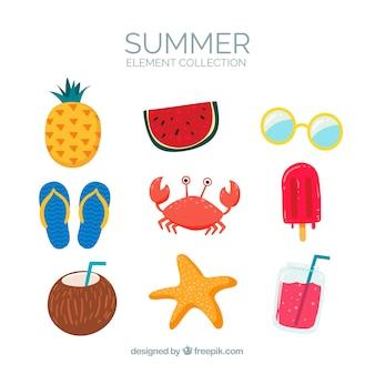 Set van zomer elementen met voedsel en kleding in de hand getrokken stijl