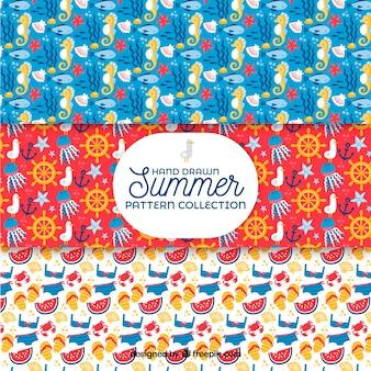 Set van zomerpatronen met strand elementen in hand getrokken stijl