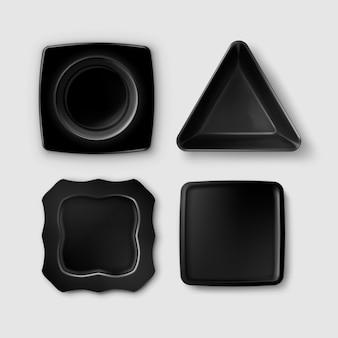 Set van zwart gevormde vierkante en driehoekige platen, bovenaanzicht geïsoleerd op een grijze achtergrond
