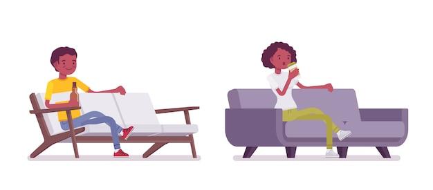 Set van zwarte of afrikaanse amerikaanse jonge man en vrouw zitten
