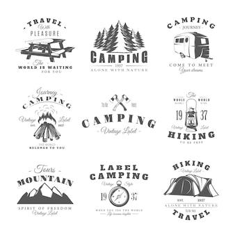 Set vintage camping etiketten geïsoleerd op wit