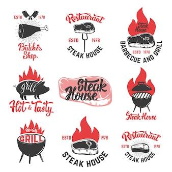 Set vintage steak house emblemen. gegrilde steak. elementen voor poster, embleem, teken, insigne, embleem. illustratie