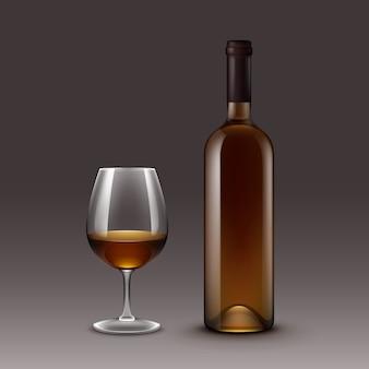 Set wijnflessen en glazen geïsoleerd op achtergrond