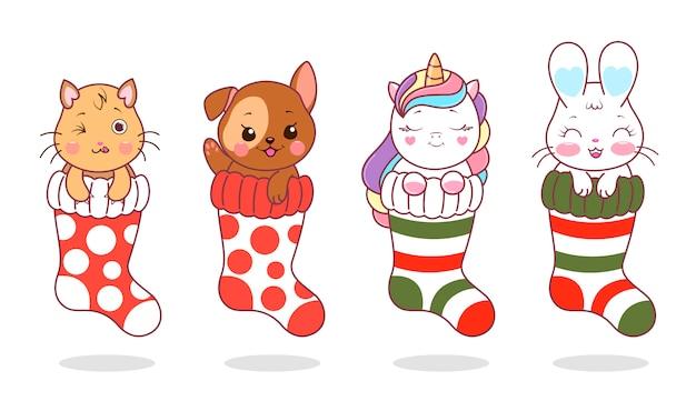 Set xmas sokken met schattige dieren. kerstsokken met geschenken. kawaii vectorillustratie in pastel vlakke kleuren.