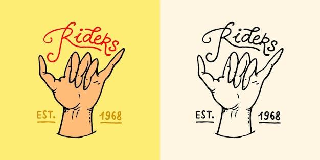 Shaka hand embleem zomer surf logo surfers handgebaar surfen op de golven symbool vintage gegraveerd