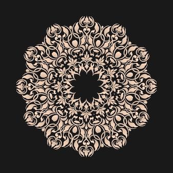 Sierrond kant met damast en arabesk elementen.