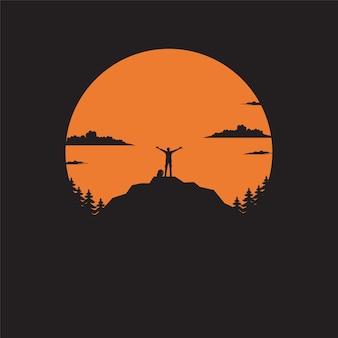 Silhouet de man van berg op de zon