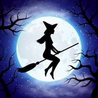 Silhouet van heks die op de bezem in halloween-nacht vliegt