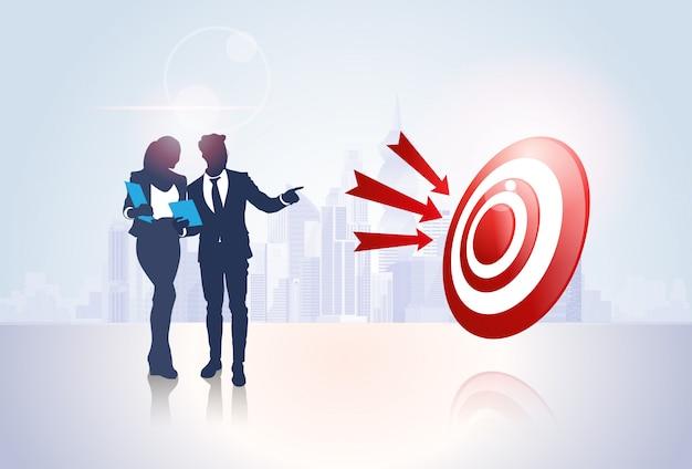 Silhouet van het het doeldoel van bedrijfsmensengroep het succesconcept